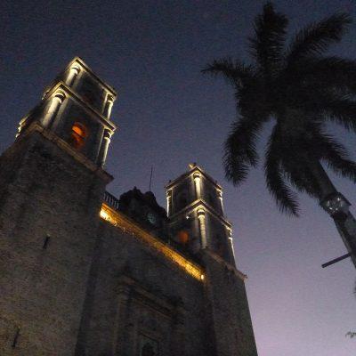 Valladoili church at night